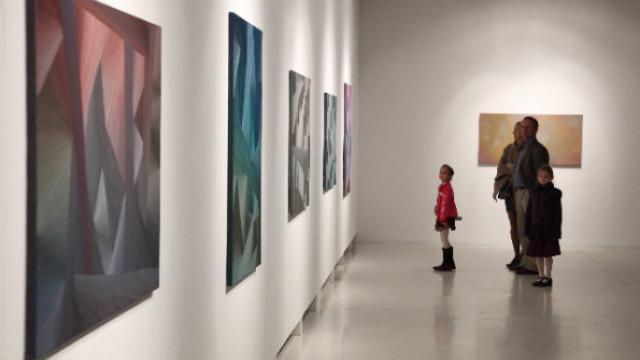 Bernát András Kristály-architektúrák című kiállítása