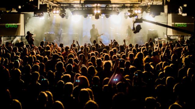Pesti Estek: Óriás lemezbemutató koncert, Tej