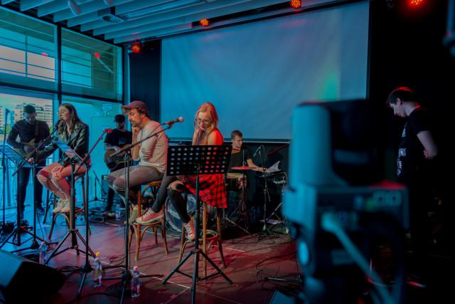 Deck - Fedélzeten az új arcok: Izer Janka, Károly Dorina, Lépjünk a holdra
